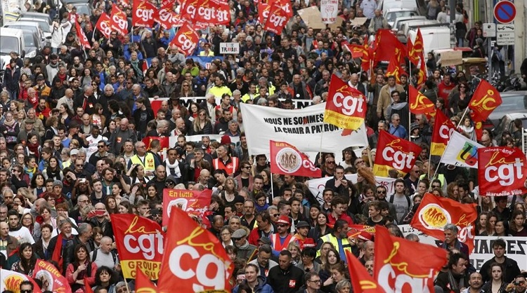 French labour union workers and students attend a demonstration against the French labour law proposal in Marseille France as part of a nationwide labor reform protests and strikes March 31 2016 REUTERS Jean-Paul Pelissier